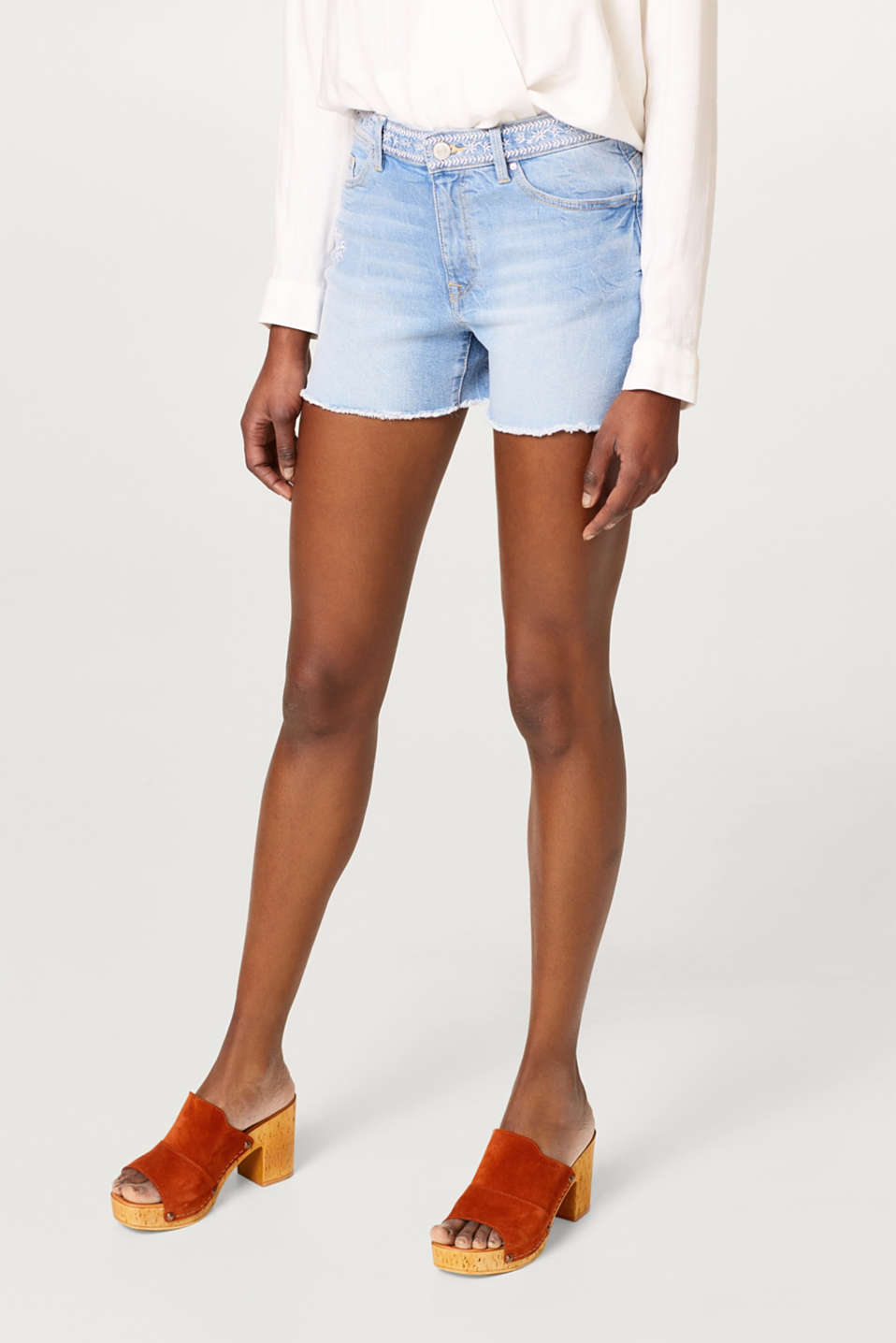 edc - Denim shorts with floral embroidery