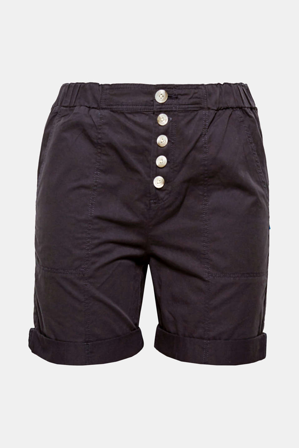 Your summer classic with a trendy button placket: sporty shorts in smooth cotton fabric.