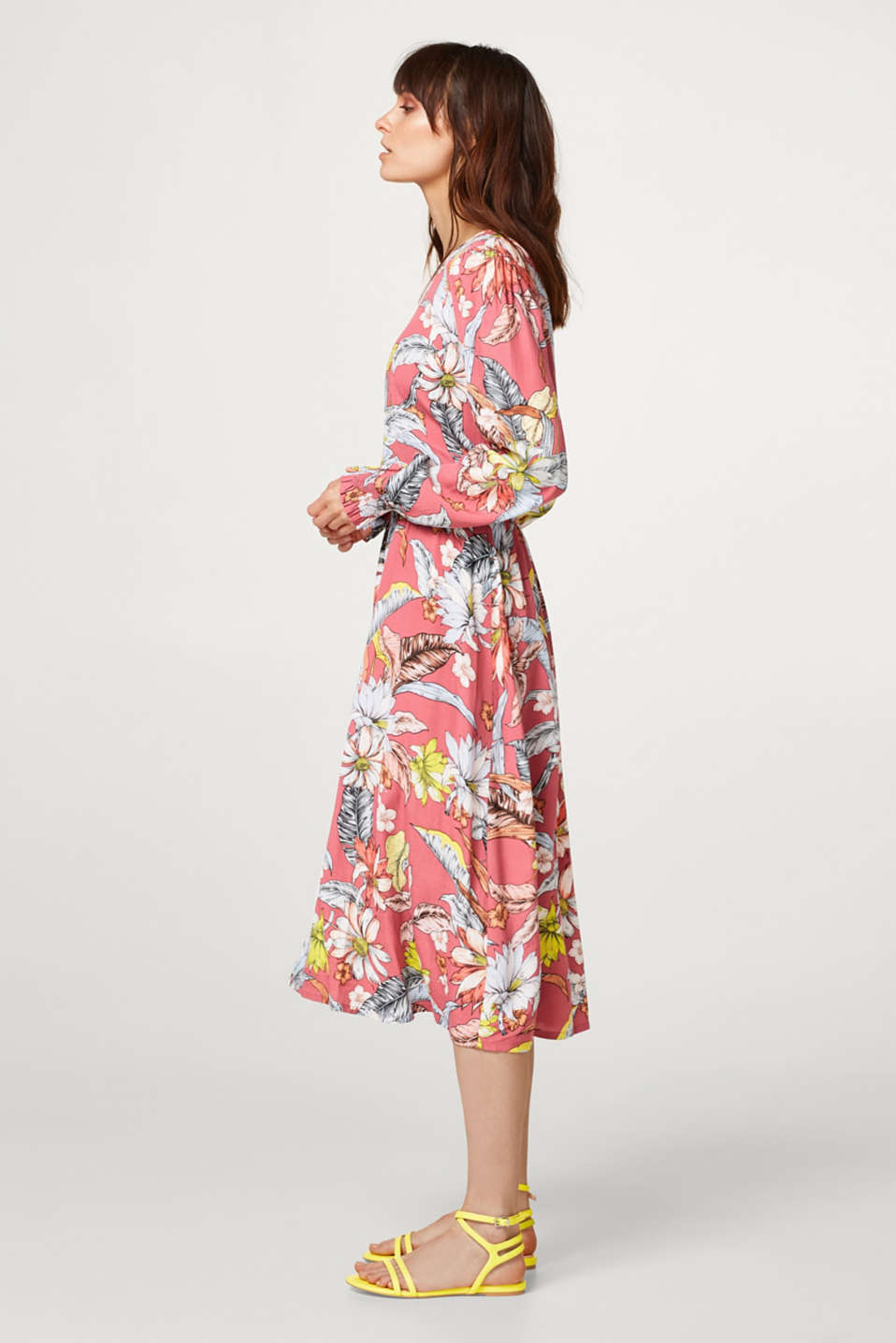 Flowing midi dress with a stunning floral print