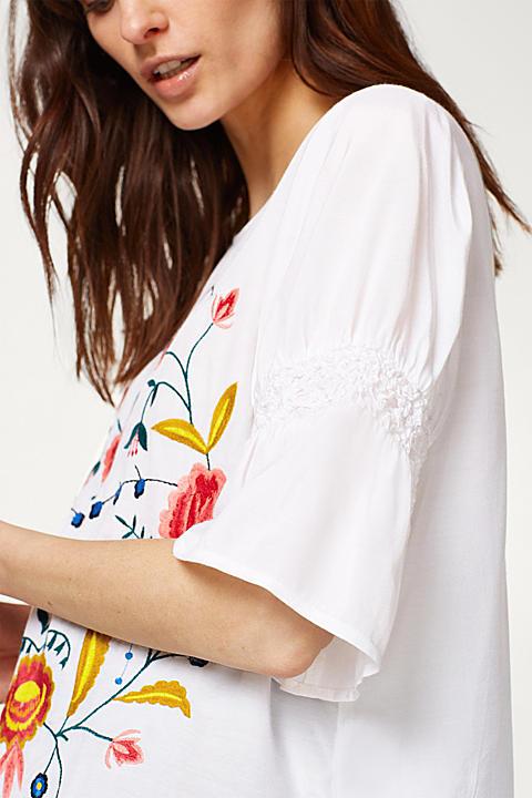 Zarte Bluse mit aufwändiger Blüten-Stickerei