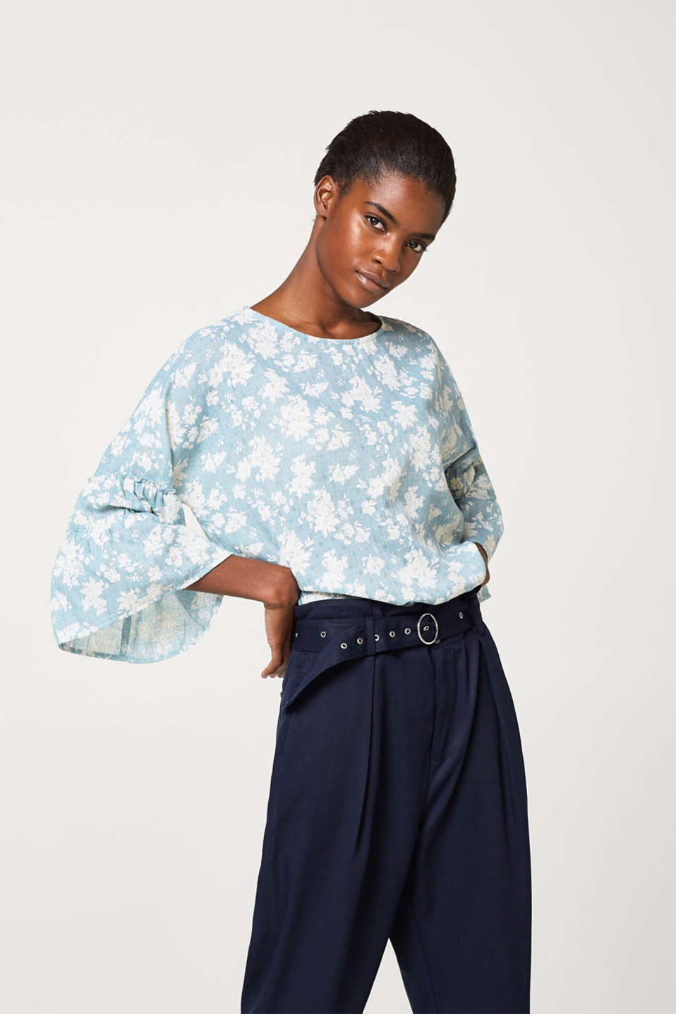 edc - Light and airy textured blouse with a floral print