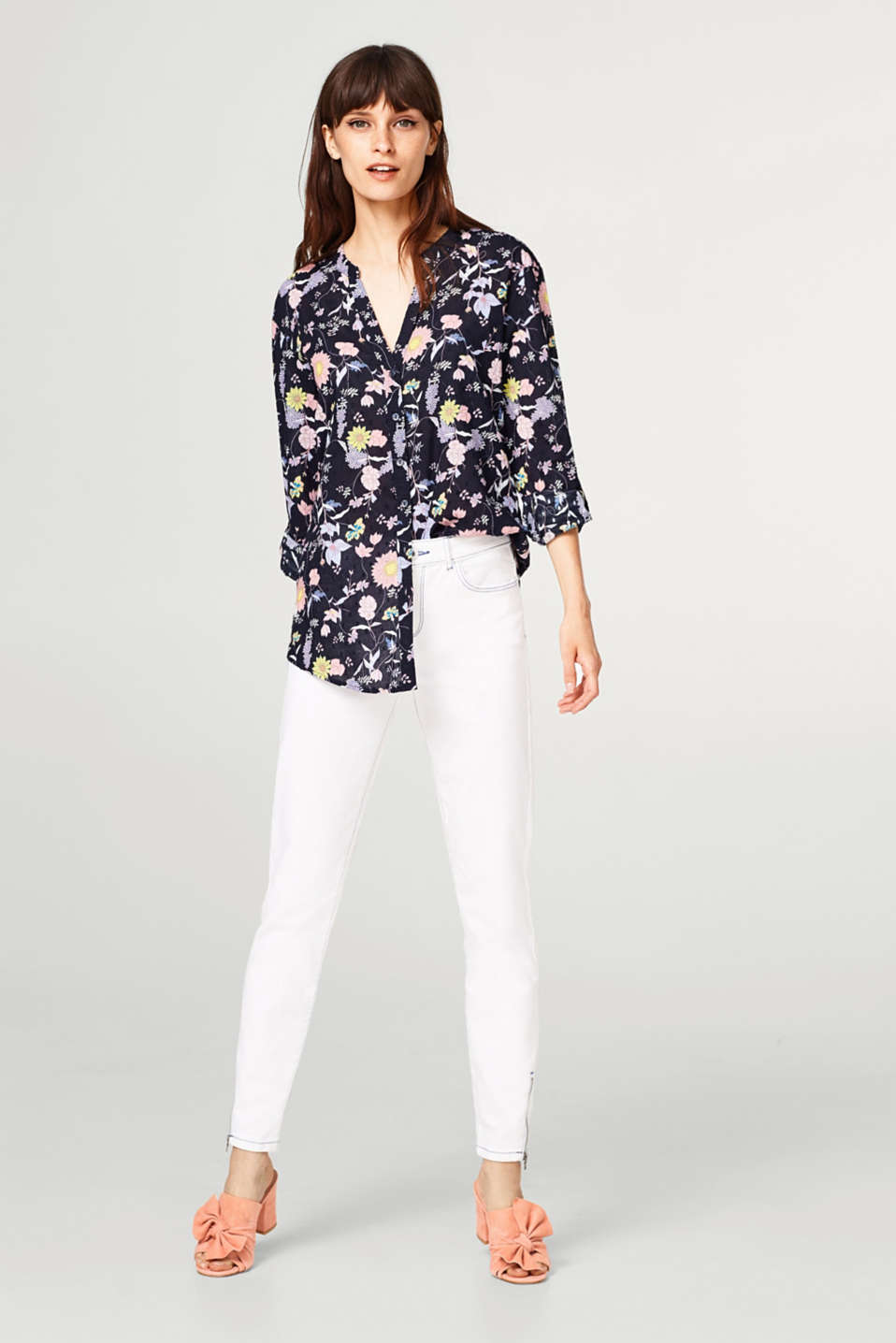 Lightweight turn-up blouse with a floral print