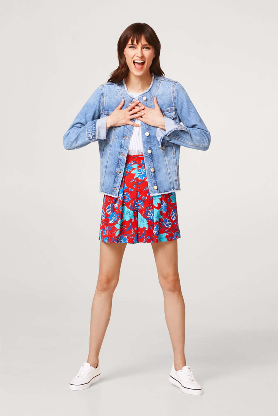 Denim jacket with frayed hems, 100% cotton