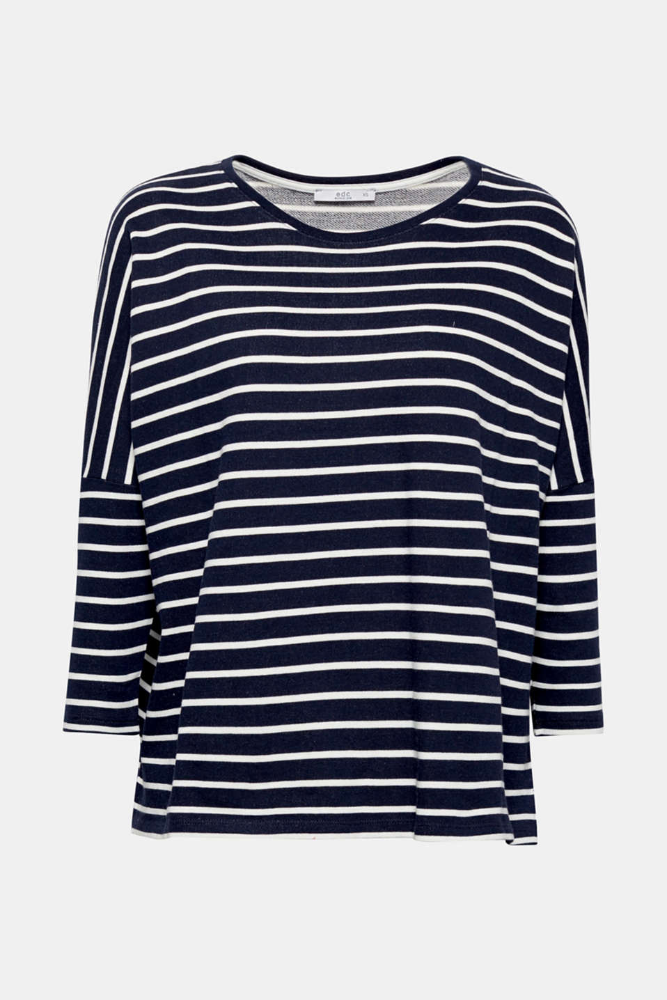 A comfy style for relaxed looks: this jumper wows with its casual, oversized silhouette and nautical stripes.