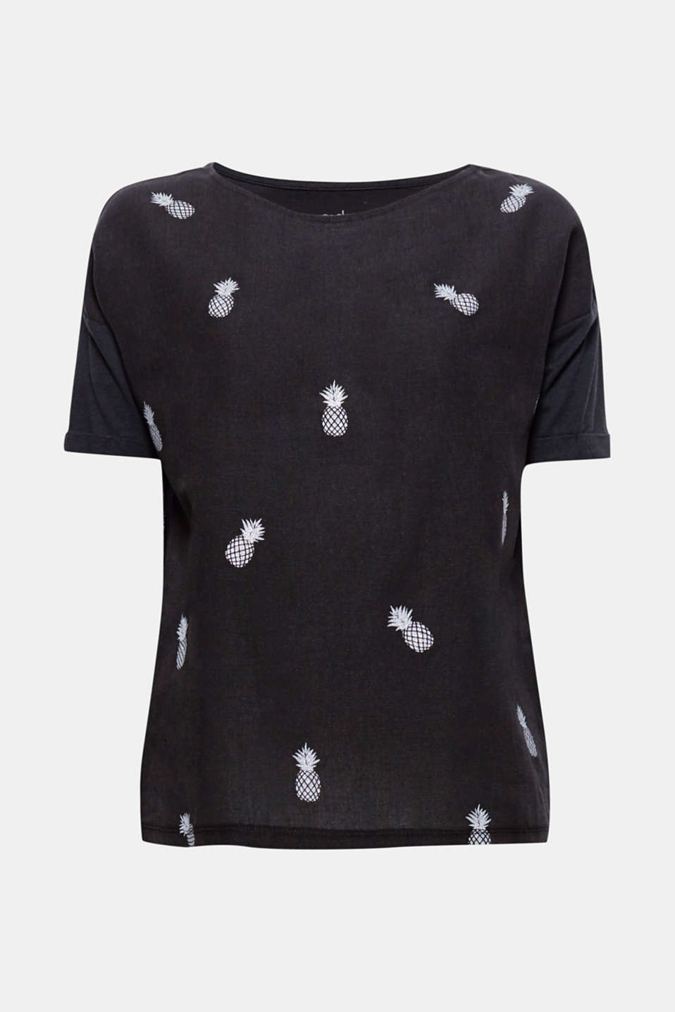 This T-shirt with a versatile print motif is comfortable, trendy and catches the eye.