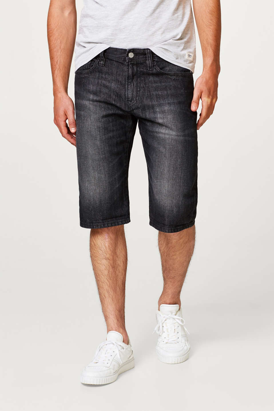edc - Denim shorts with a vintage garment wash, in cotton