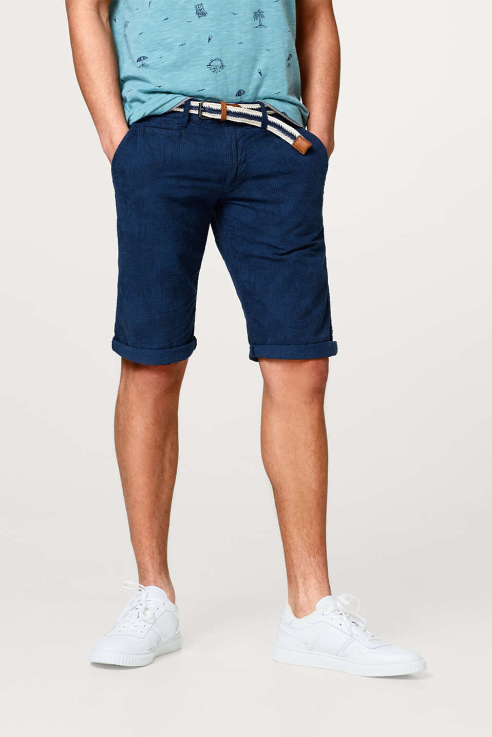 edc - Printed shorts in seersucker with a belt