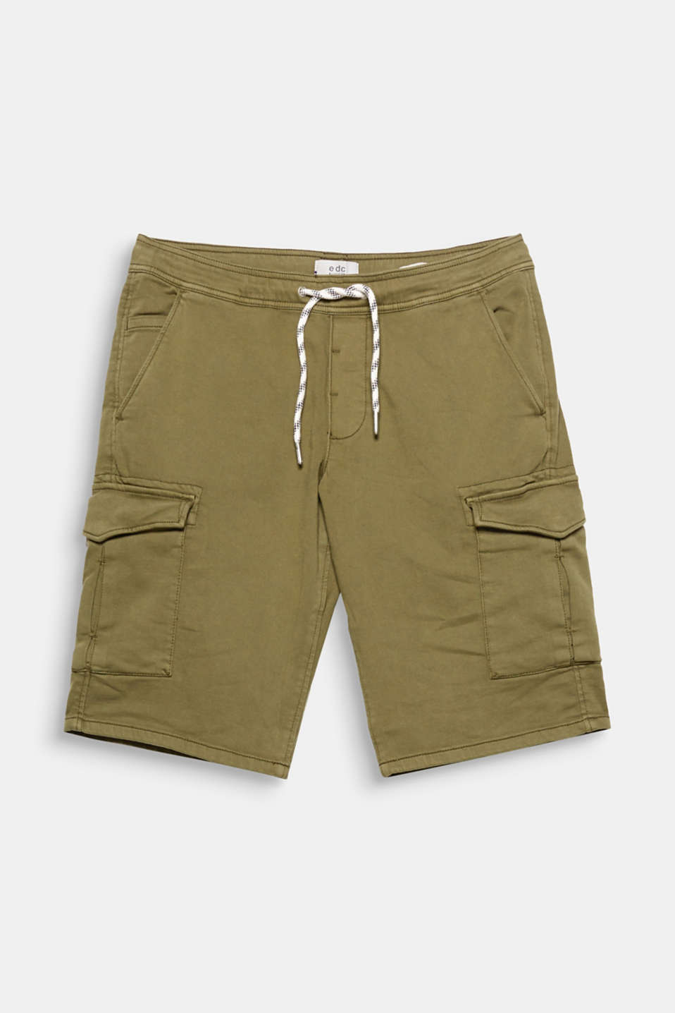 Casual summer look! These cargo shorts with a patterned drawcord are extremely eye-catching.