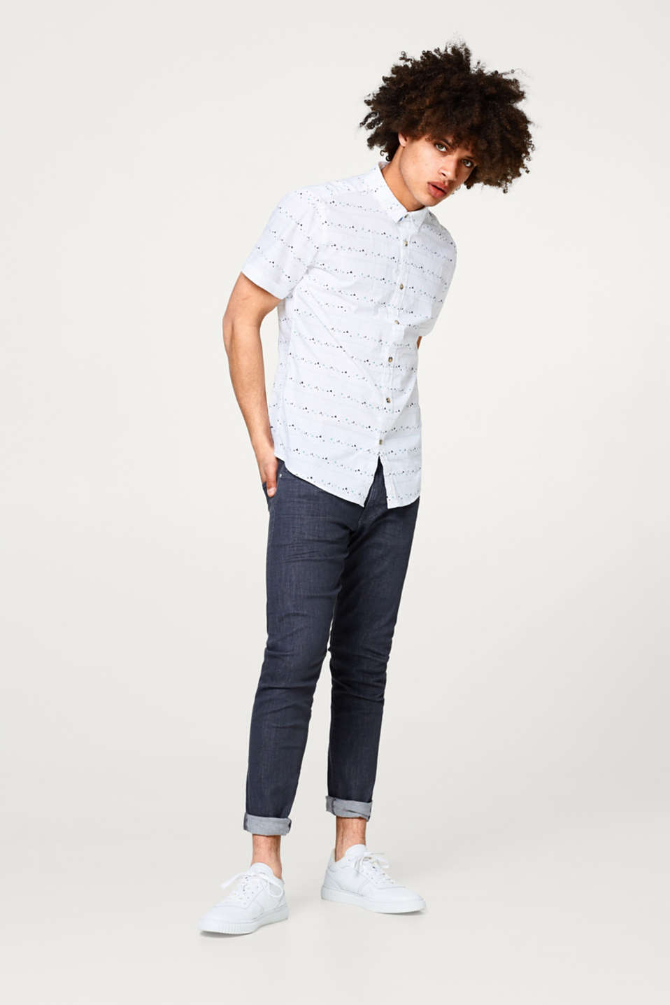 Short sleeve shirt with a graphic minimalist print