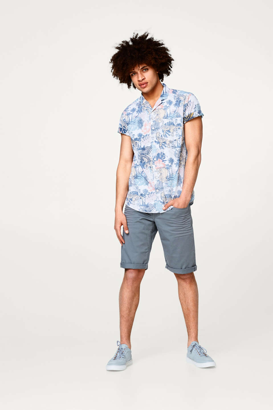 Short sleeve shirt with a tropical inside-out print