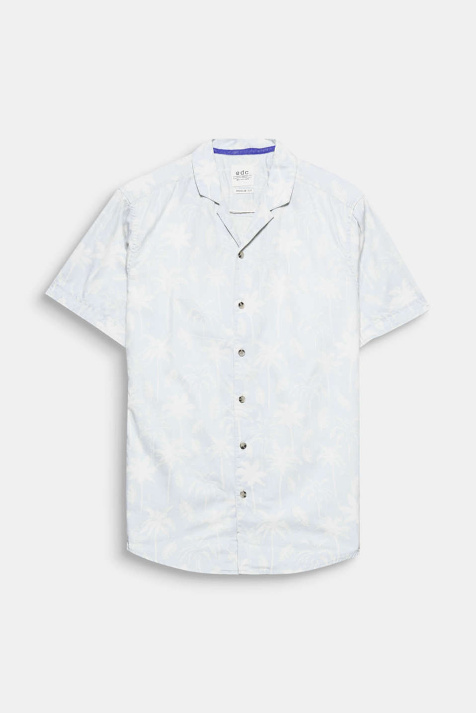 Your urban holiday style: the tropical print and open Cuban collar give this short sleeve shirt its summery flair.