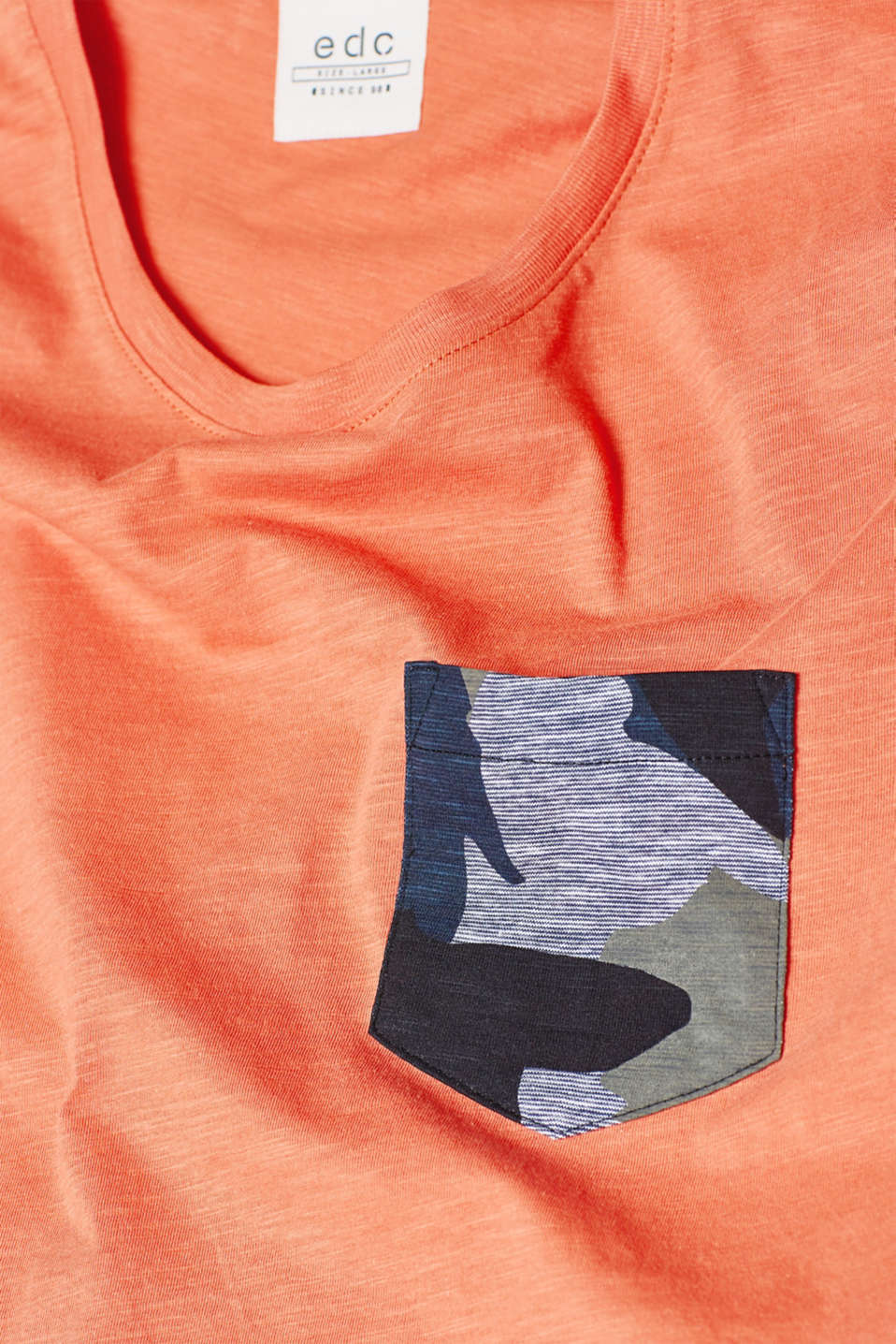 Slub jersey T-shirt with a camouflage breast pocket