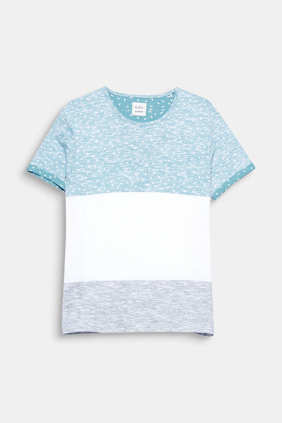 The exciting texture mix gives this T-shirt a thrilling look.