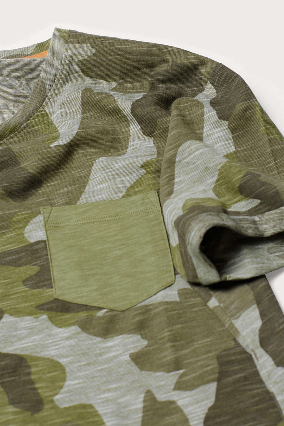 T-shirt with a camouflage pattern, in slub jersey