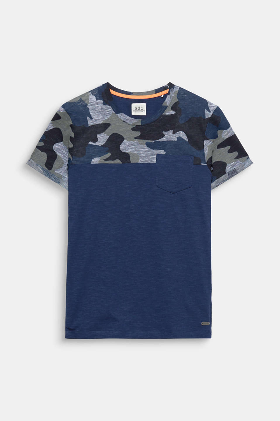 A timeless urban style thanks to the camouflage print: cotton blend T-shirt.