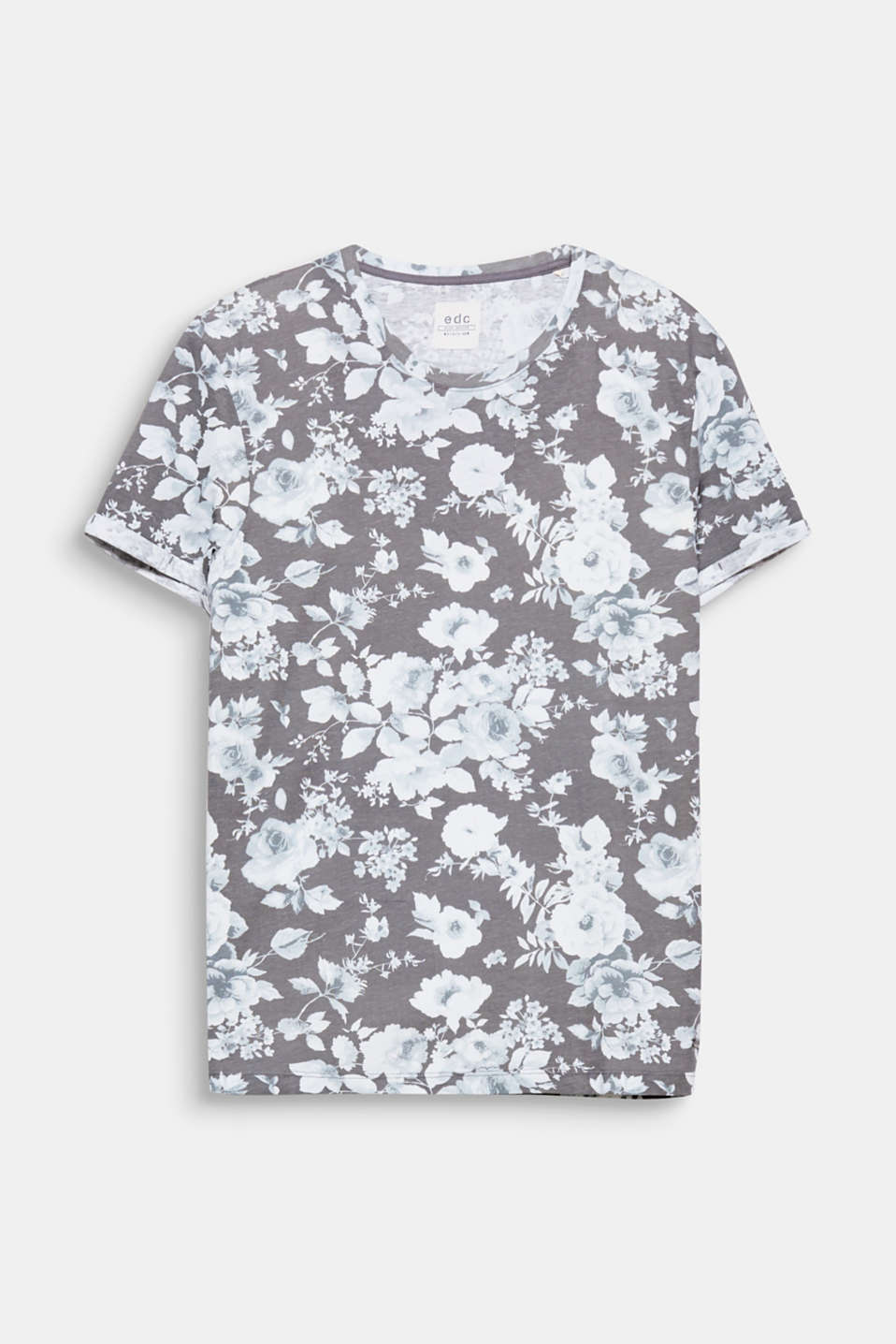 We love flowers! The floral, all-over print gives this T-shirt its fresh look.