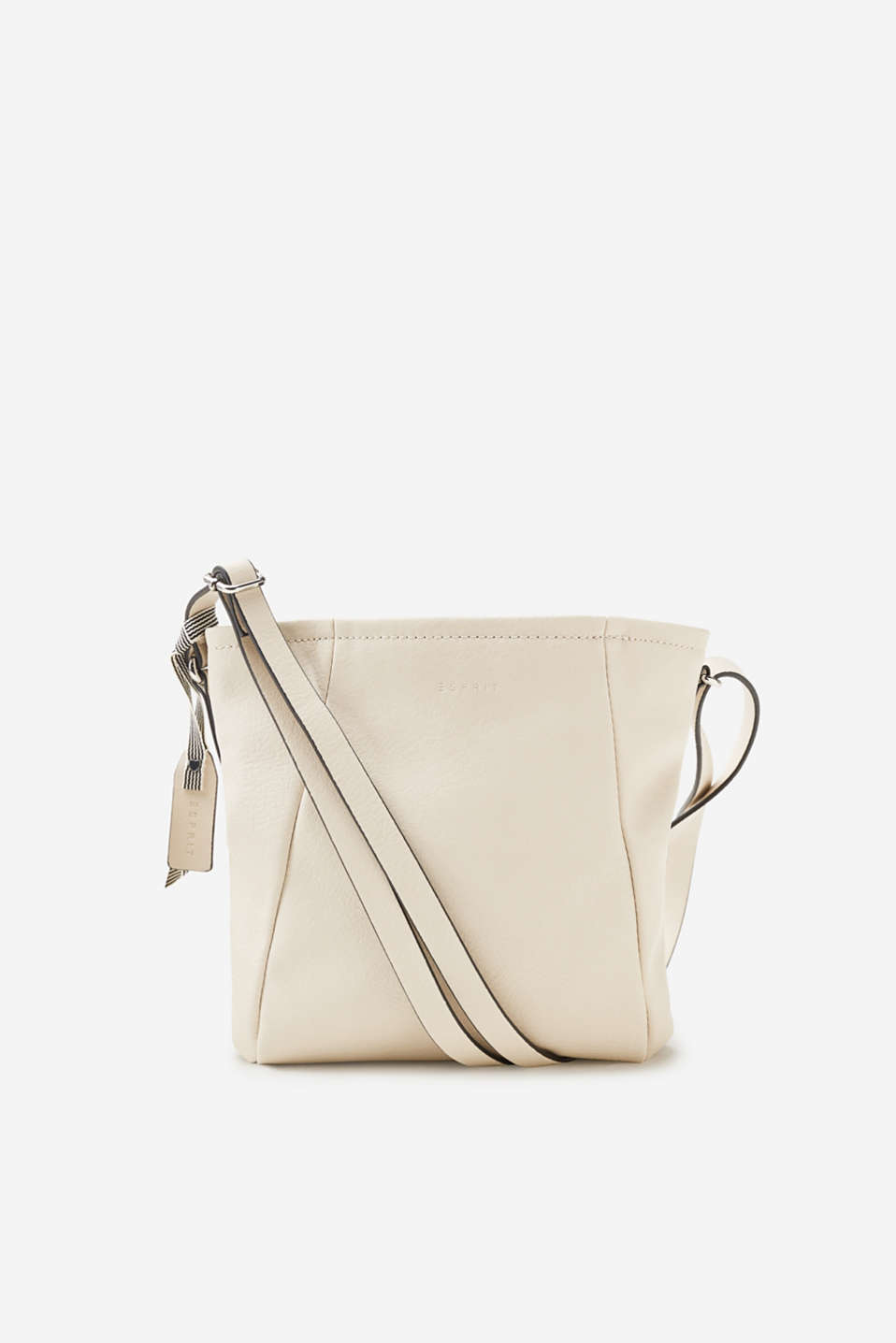 The gathered front pockets and authentic leather look make this small shoulder bag a highly detailed accessory.