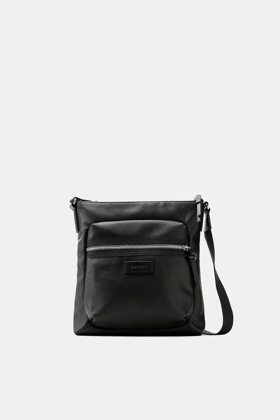 An everyday essential: this shoulder bag made of authentically grained faux leather is versatile and has a compact shape.