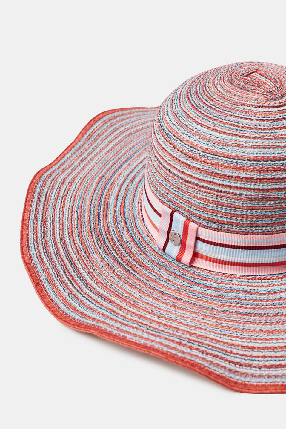 Summery hat with stripes