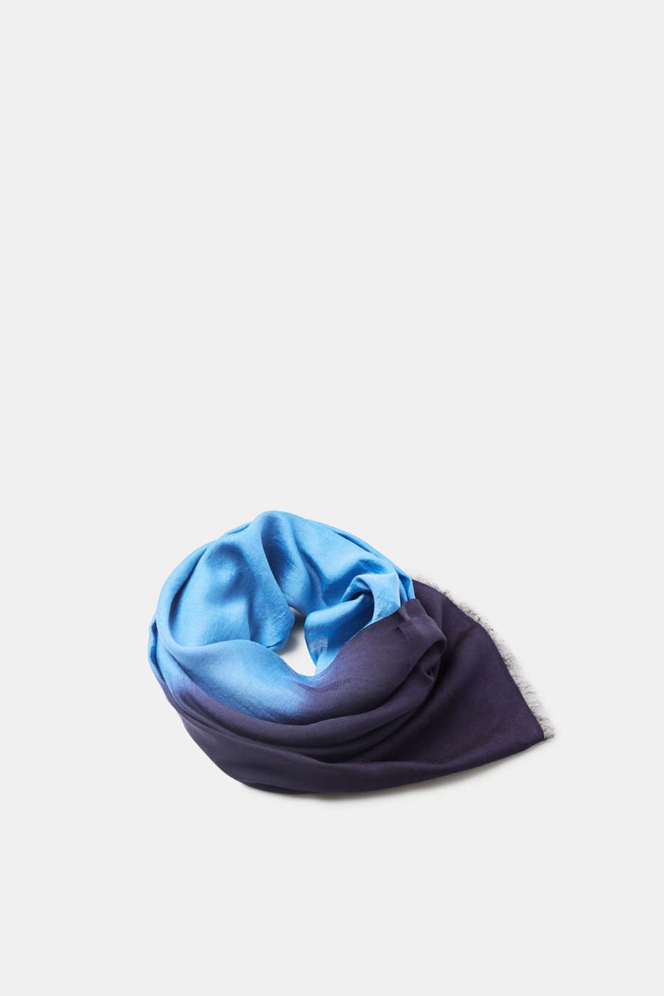 Esprit - Scarf with a dégradé effect and silk