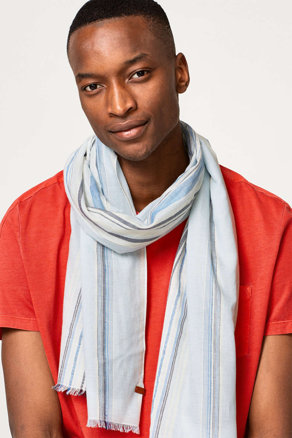 Striped woven scarf in linen