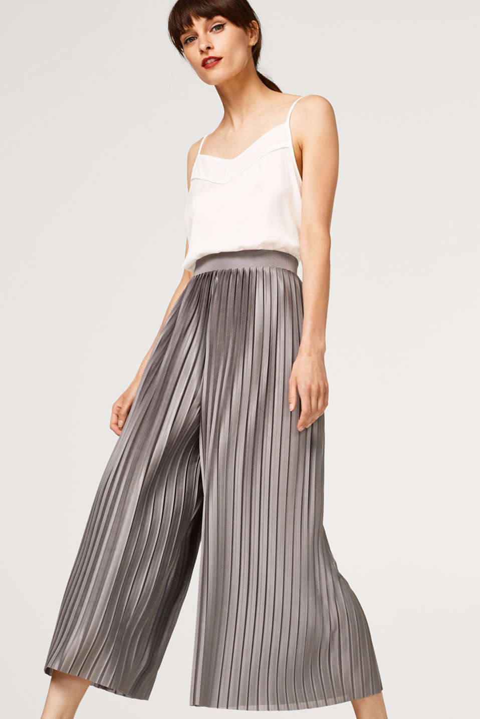 Esprit - Pleated trousers with elasticated waistband