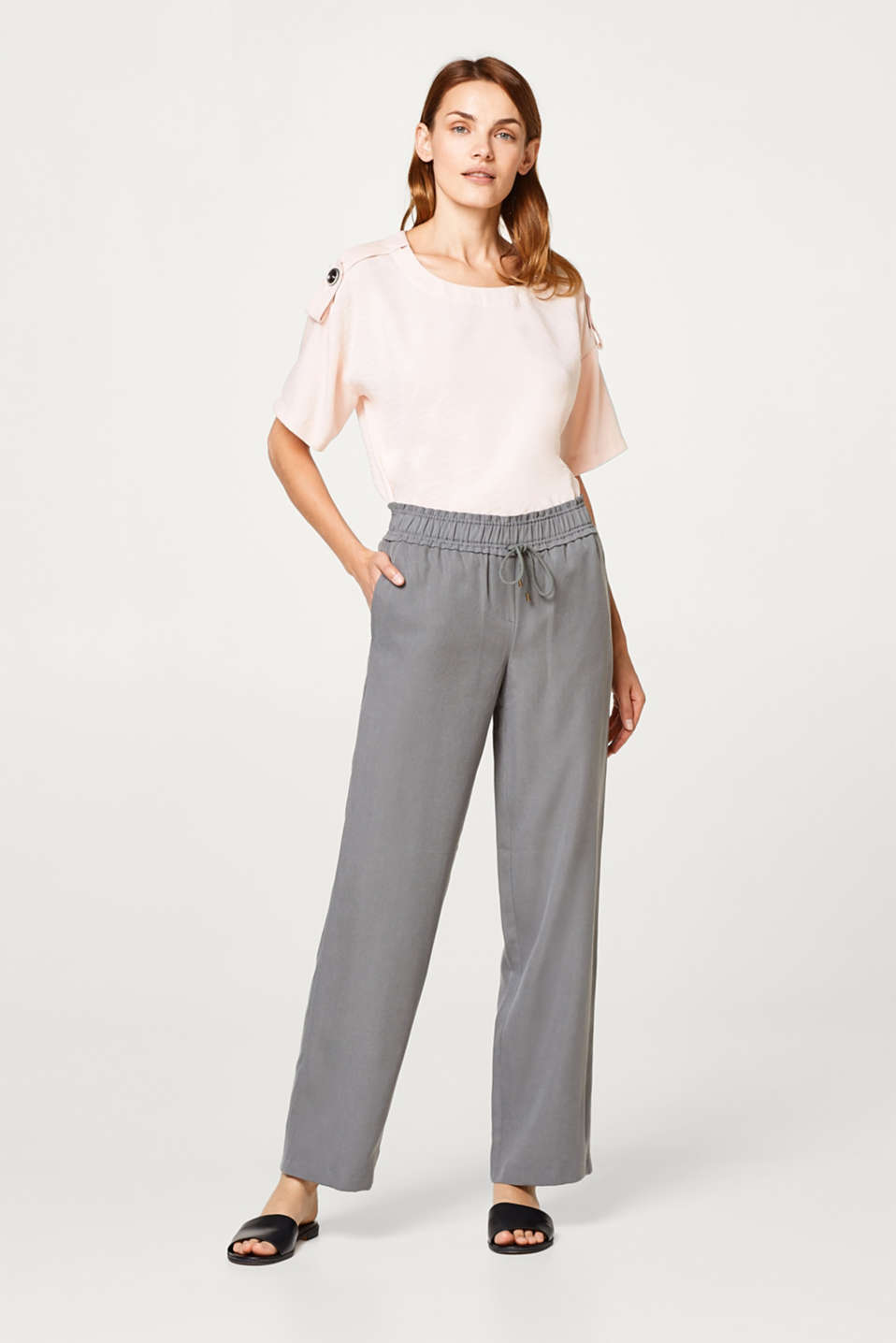 Flowing palazzo trousers with an elasticated waistband