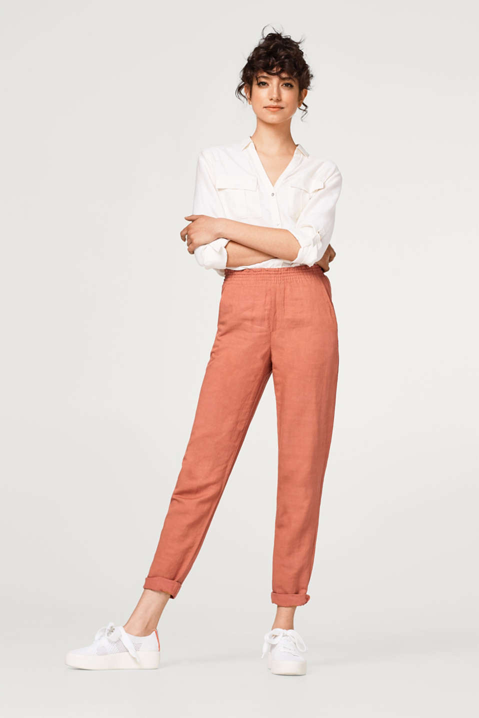 Slightly cropped tracksuit bottoms with linen