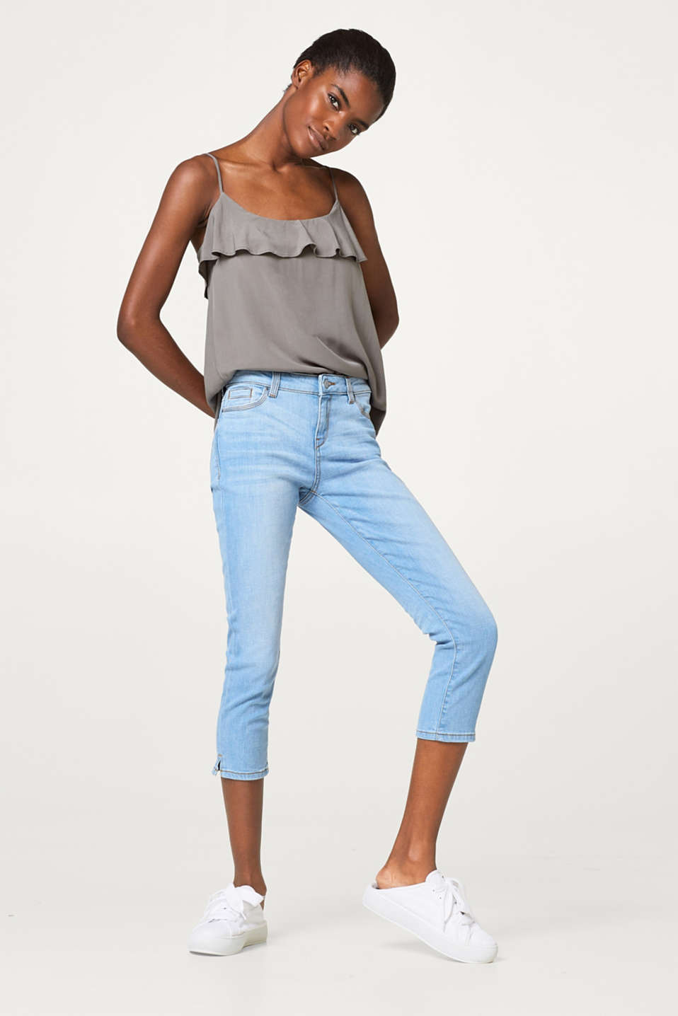 Light stretchy capri length jeans