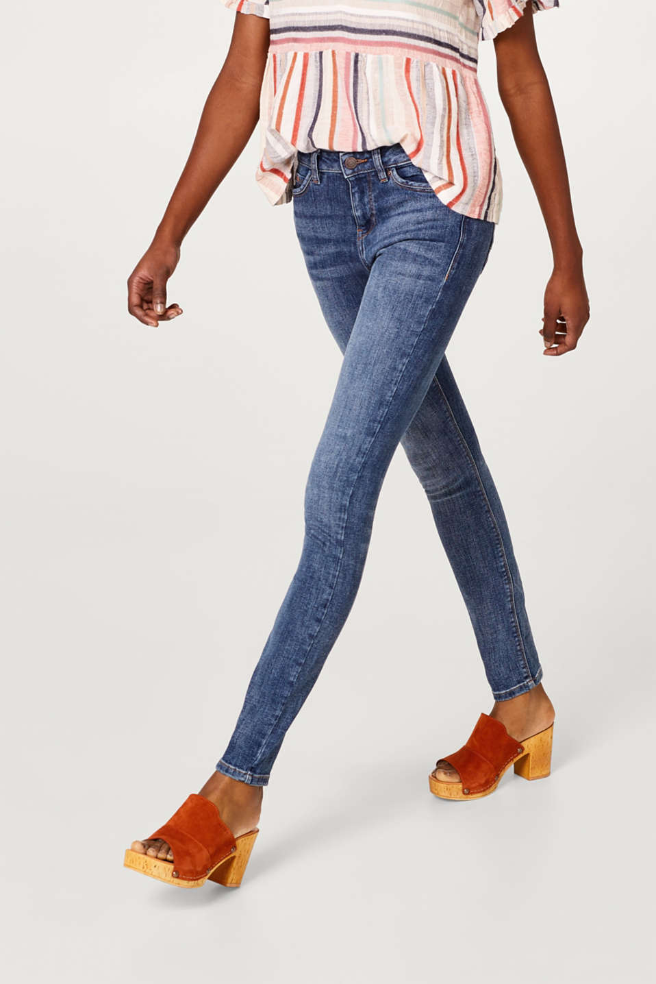 Esprit - Vintage-effect stretch jeans in organic cotton