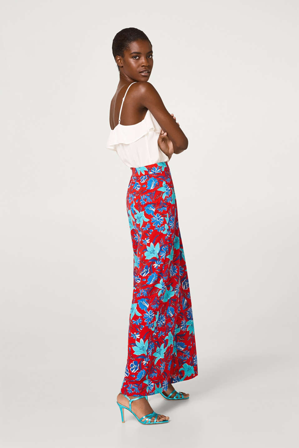 Wide crêpe trousers with a stylish floral print