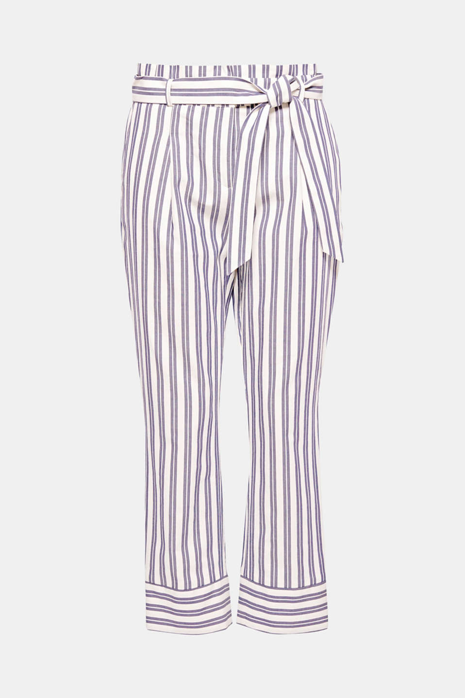 These trendy trousers with a fashionable paperbag waistband can be both casual or chic! Fresh stripes and pure cotton material accentuate the summery style.