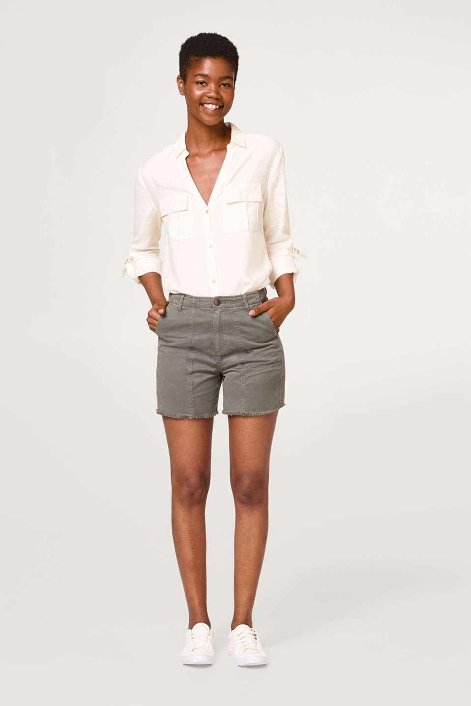 Textured shorts with a frayed hem, 100% cotton