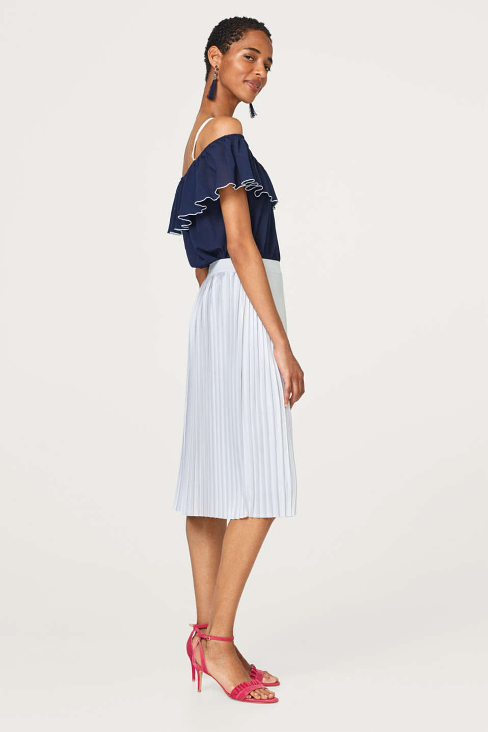 Pleated skirt with a fine sheen