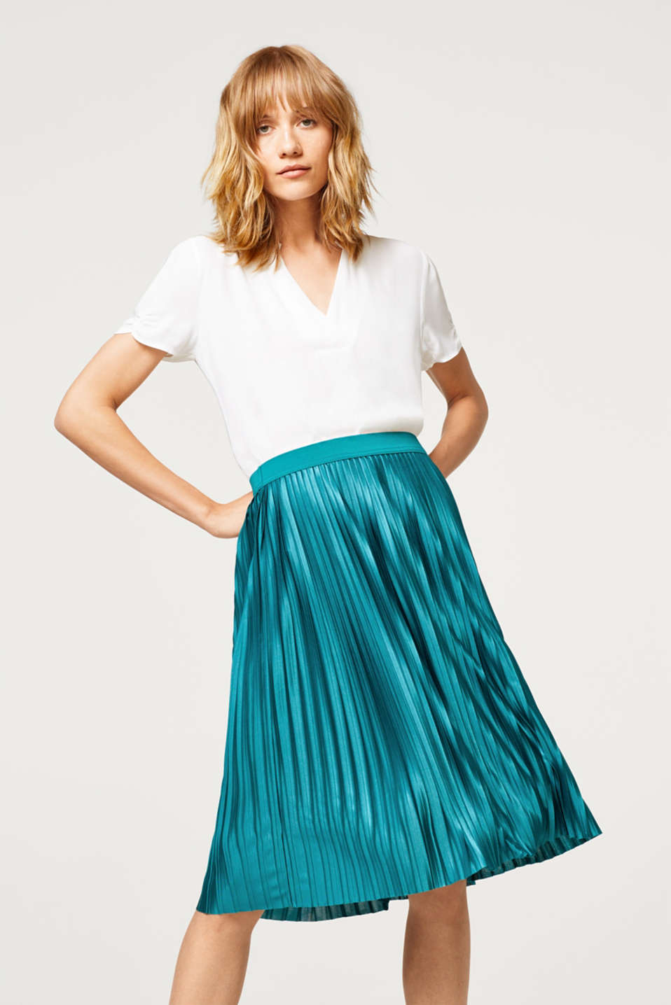 Esprit - Pleated skirt in shimmery jersey