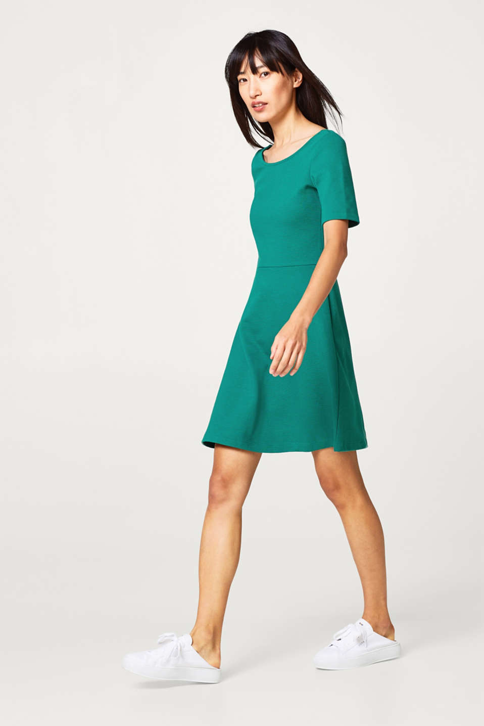Compact jersey dress with a ribbed texture