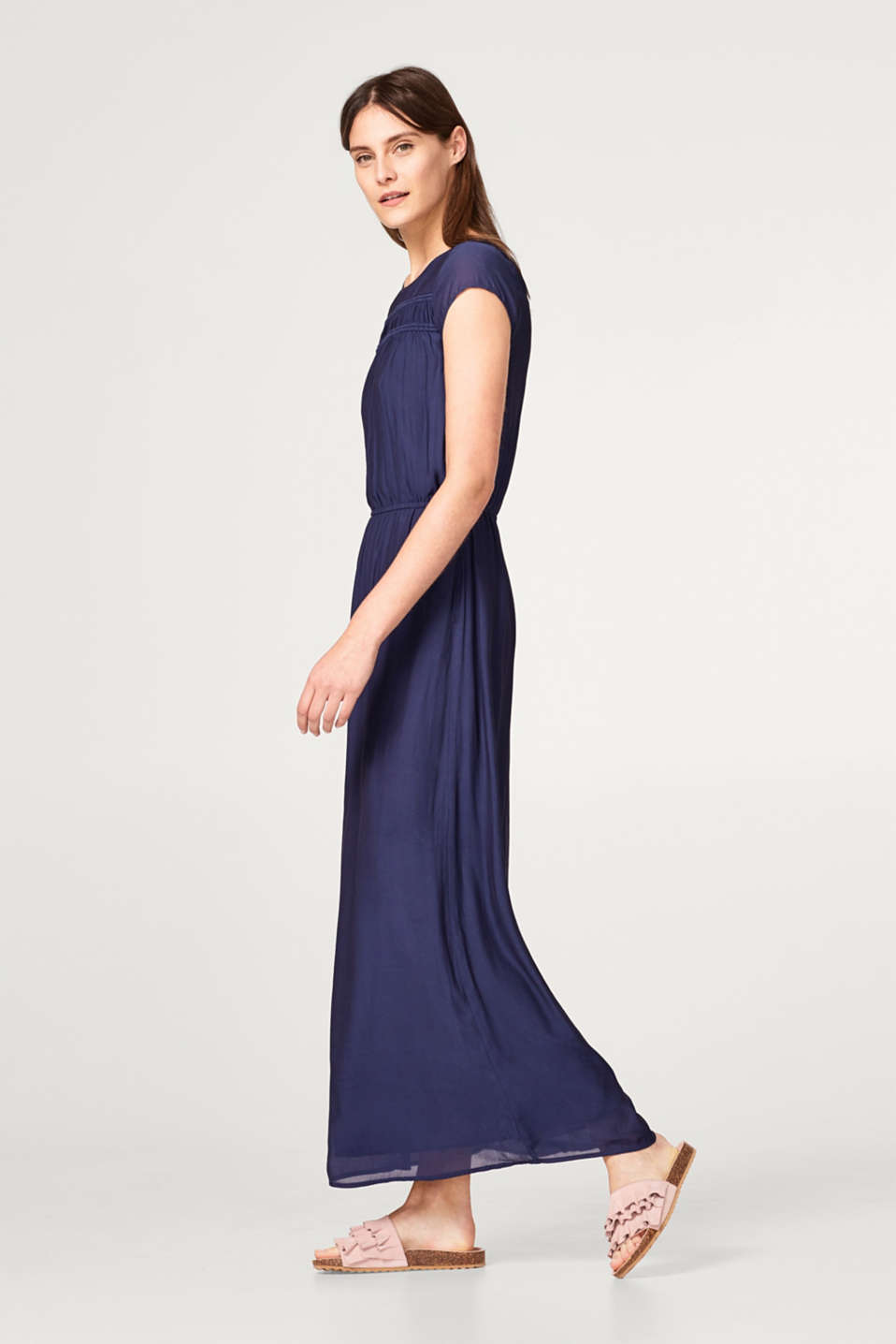 Esprit - Flowing crêpe dress with a gathered decorative trim