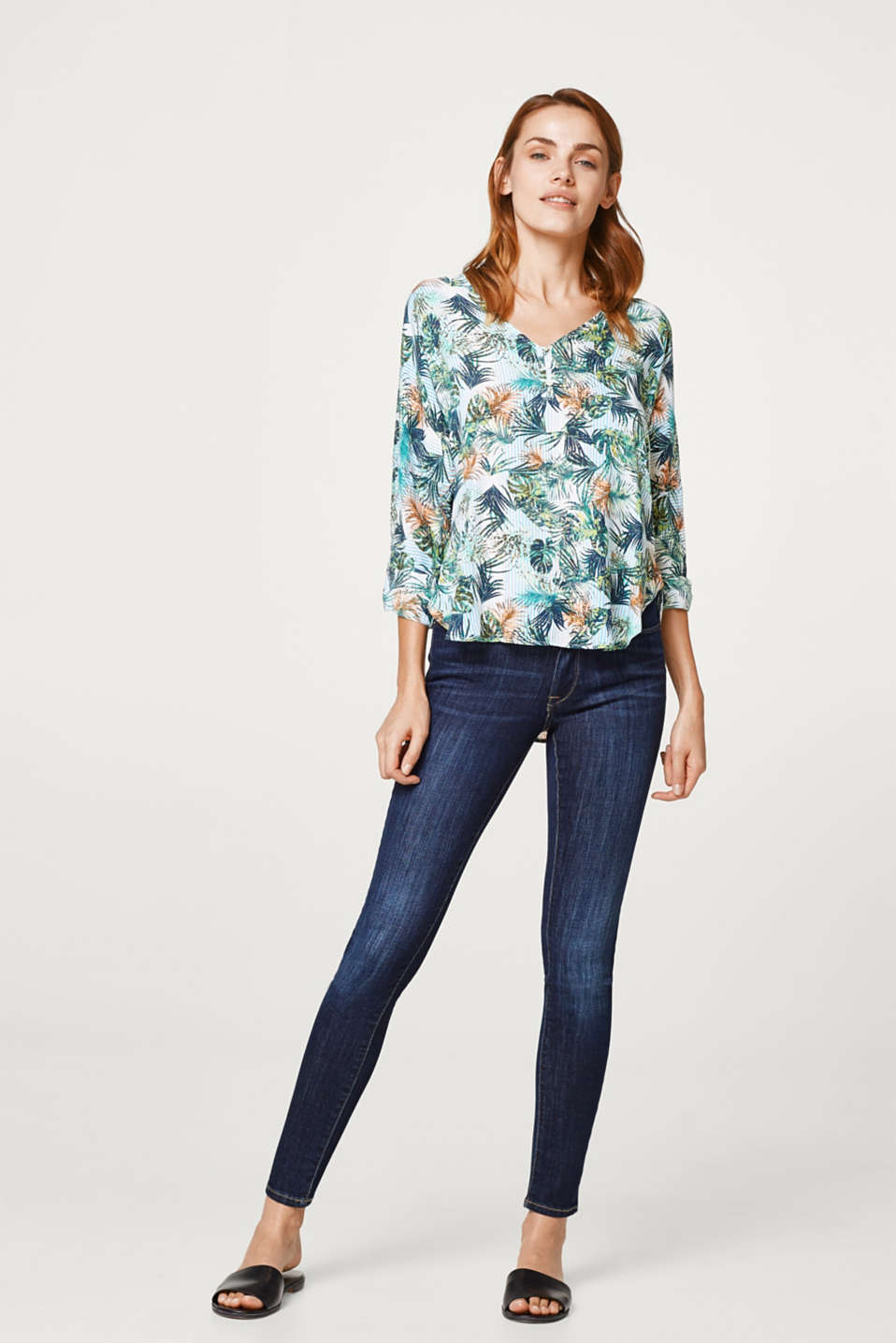Lightweight turn-up blouse with a parrot print