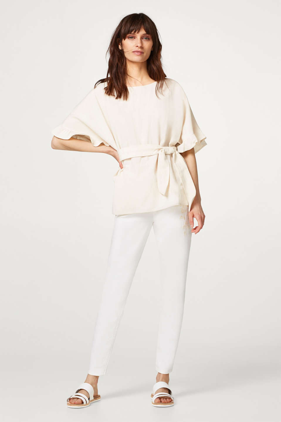 Blouse with linen and ruffled sleeves