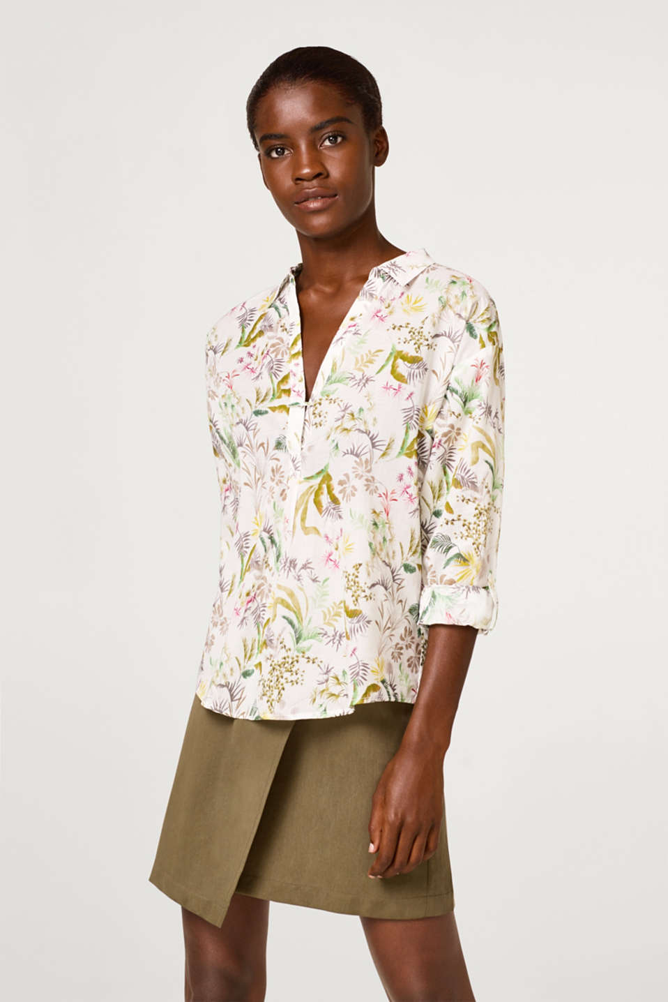 Esprit - Blouse with a tropical print in cotton