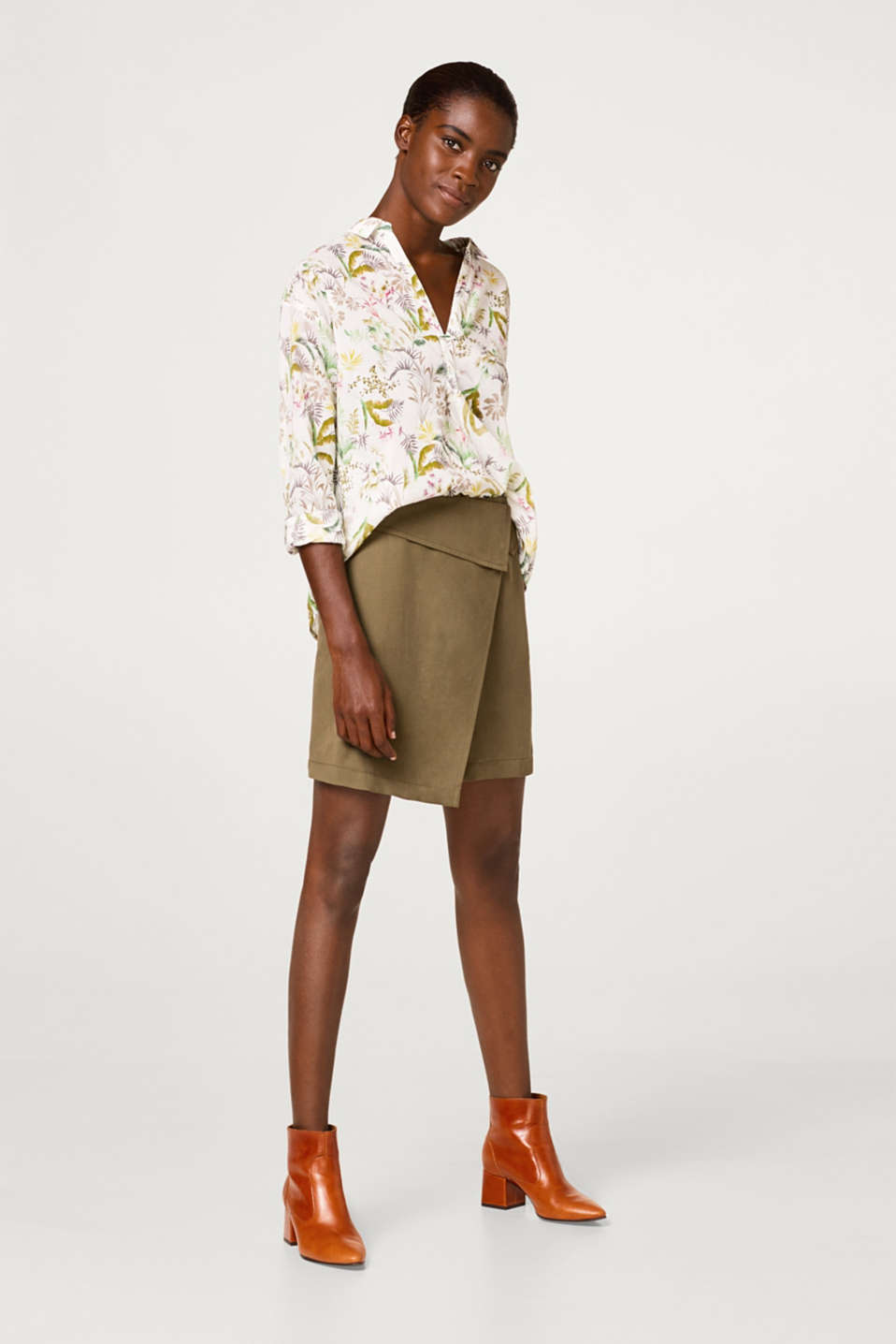 Blouse with a tropical print in cotton