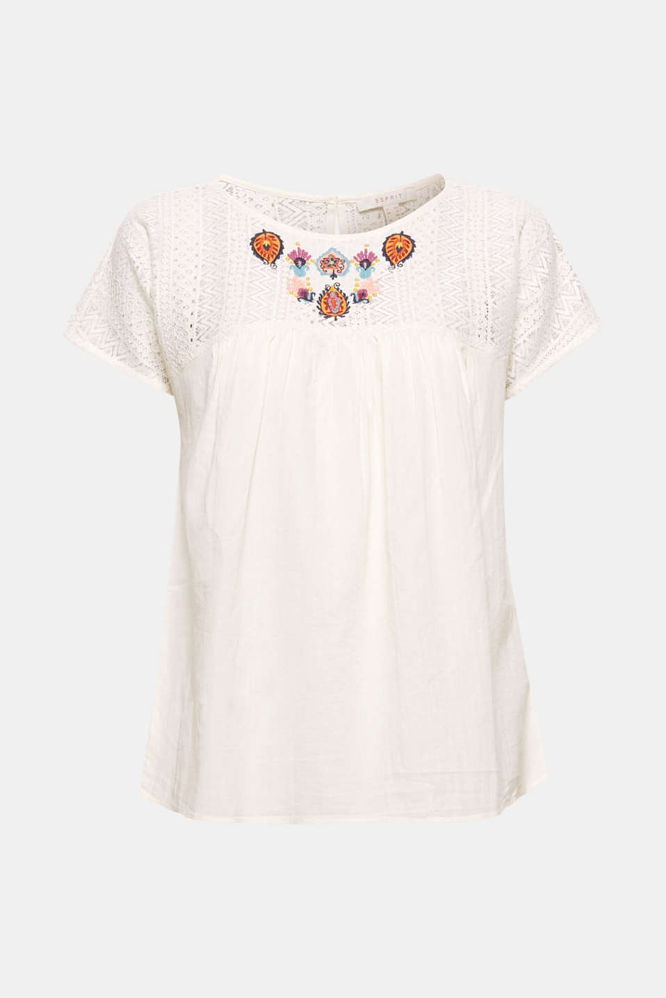 Delicate lace and colourful, elaborate embroidery - what more does a lightweight summer blouse need? This blouse is crafted from premium organic cotton and features front pleats and a subtle A-line silhouette!