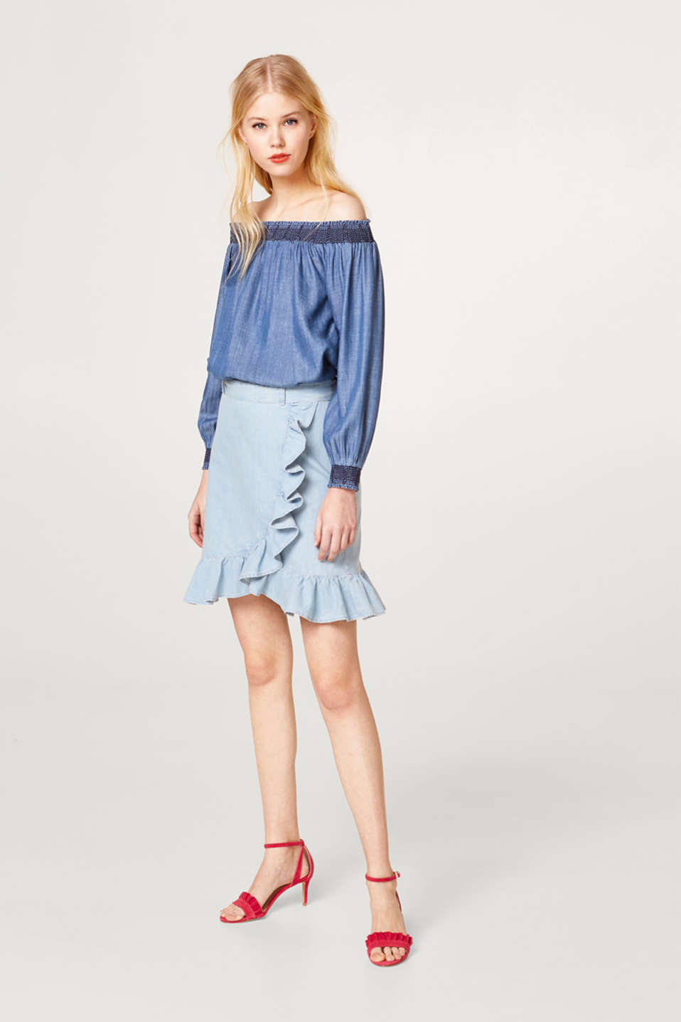 Off-the-shoulder blouse made of lightweight lyocell