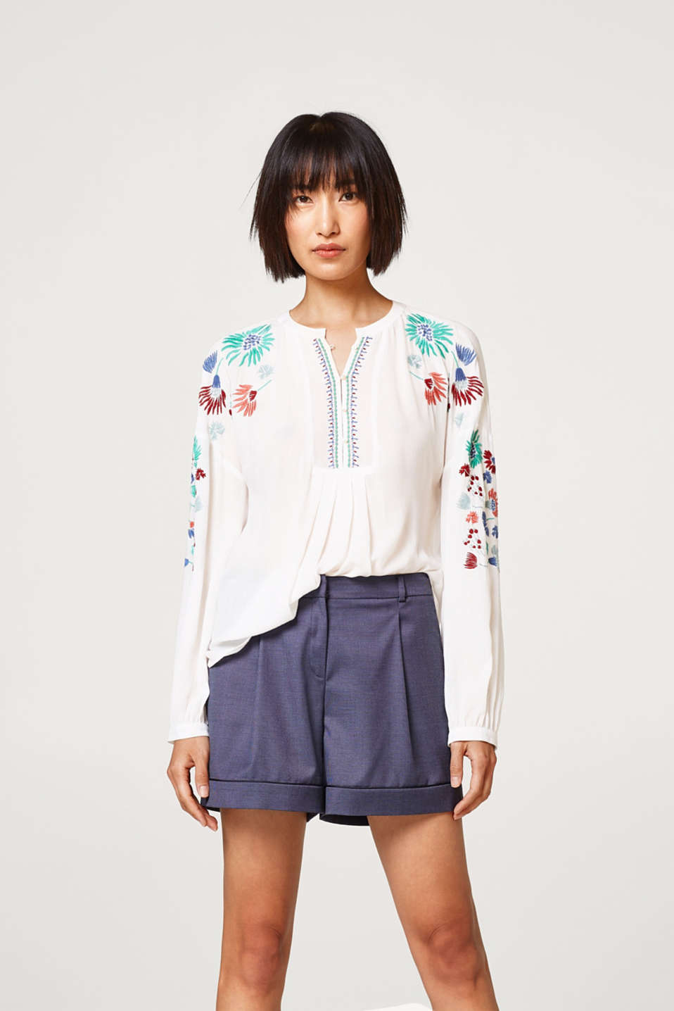 Esprit - Crinkle blouse with floral embroidery