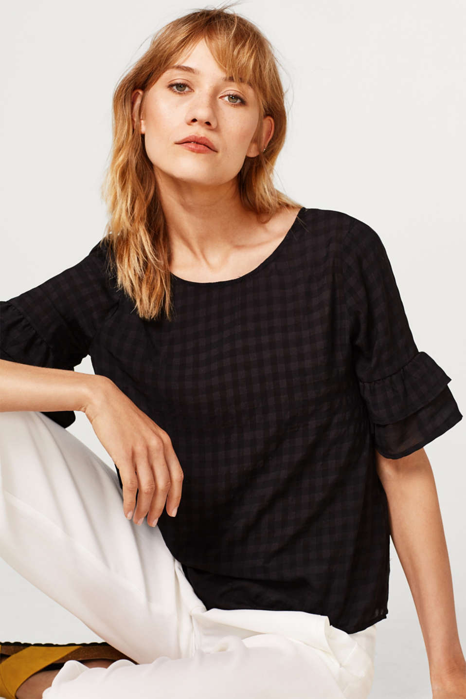 Esprit - Soft blouse with a bow detail and flounce sleeves