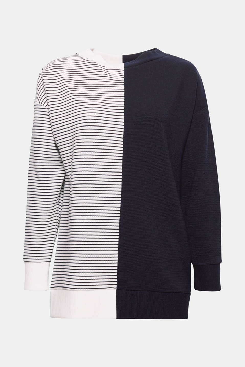 This ribbed sweatshirt is a fashion piece thanks to the original block look with one side plain and one side with stripes.