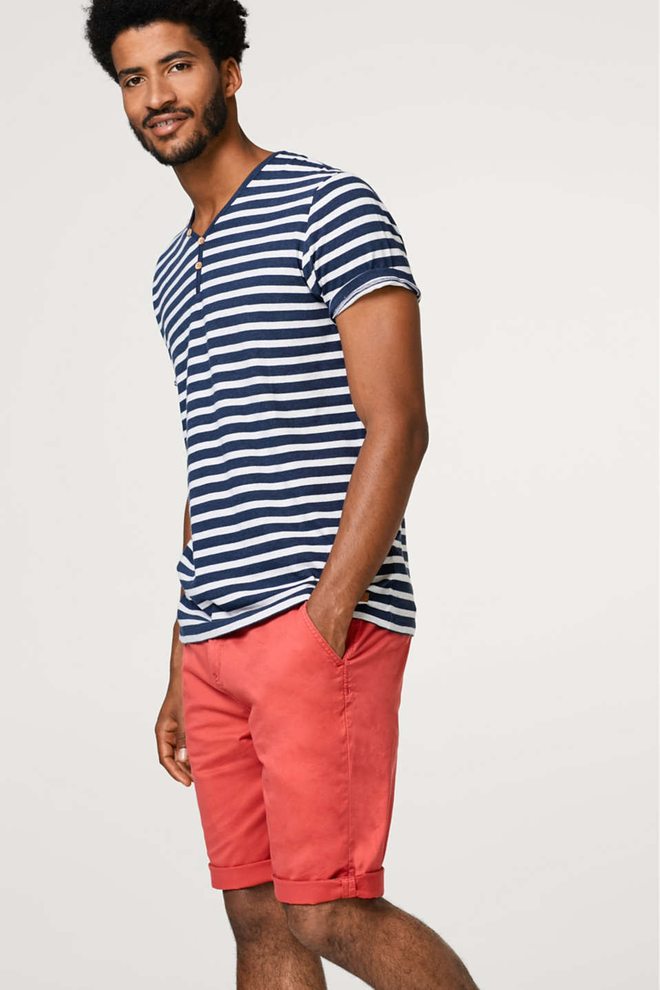 Esprit - Chino shorts in a timeless look in cotton