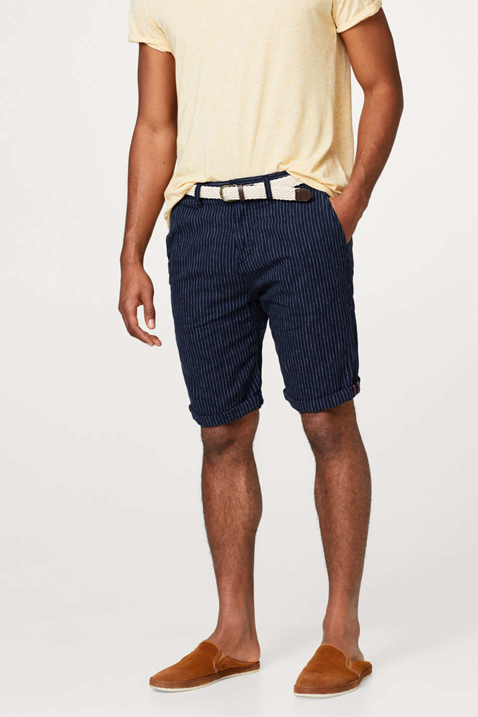 Esprit - Made of blended linen: pinstripe shorts