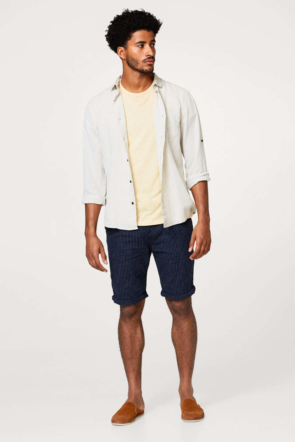 Made of blended linen: pinstripe shorts