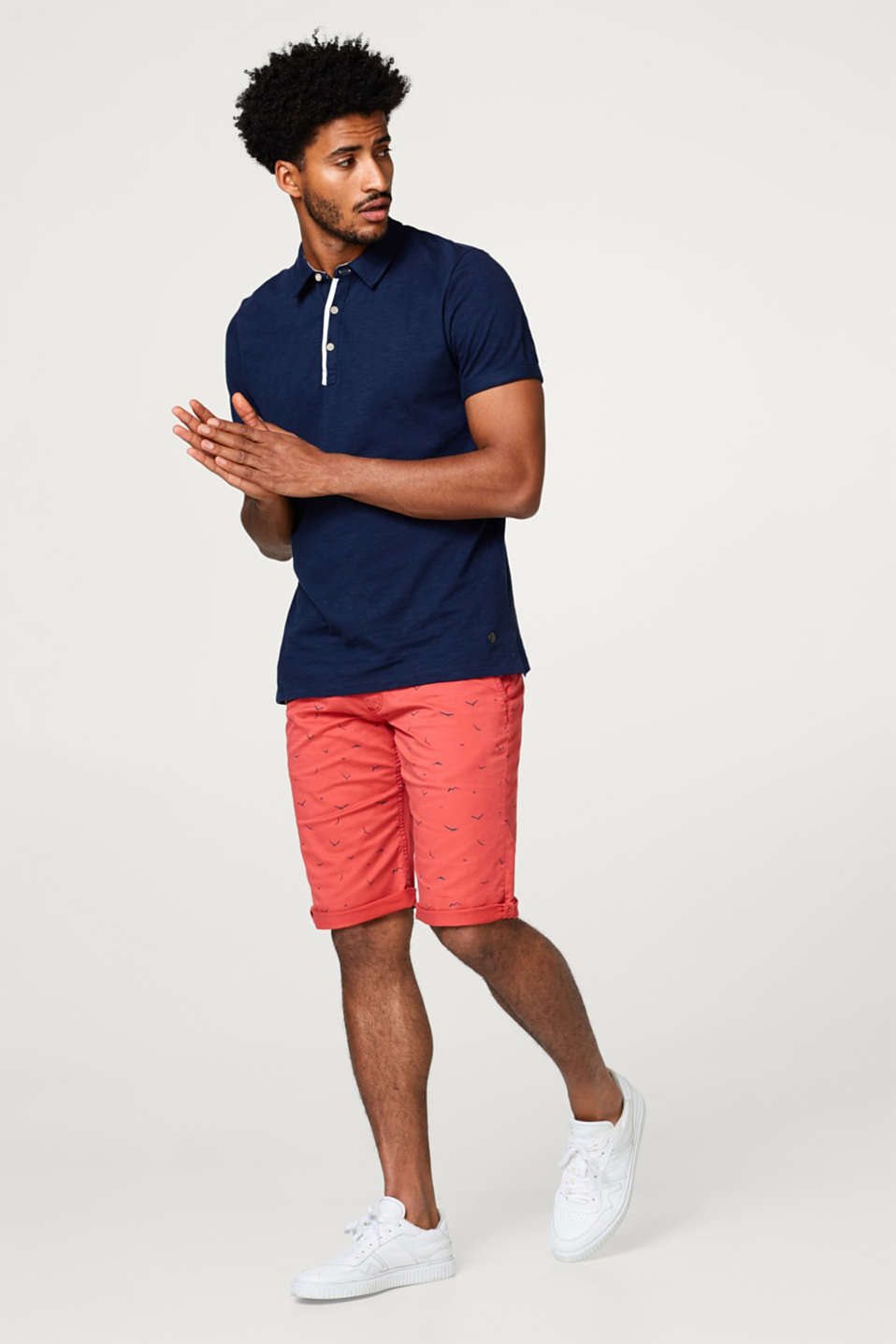 Twill short with a seagull print and stretch